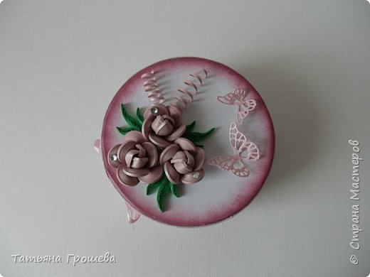 Ко дню рождения одной милой девушки сделала такую шкатулочку с розами. Для основы взяла готовую маленькую белую круглую картонную коробочку. фото 5