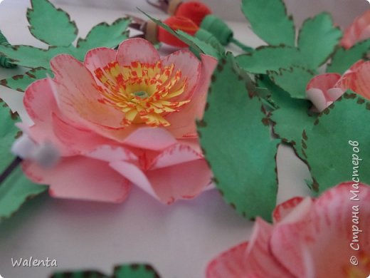 Пока делала розы  для зонтика, созрела вот эта картинка.Конечно,так в природе не бывает - и цветы и плоды одновременно,но ведь в нашей Стране Мастеров творятся настоящие чудеса... фото 3