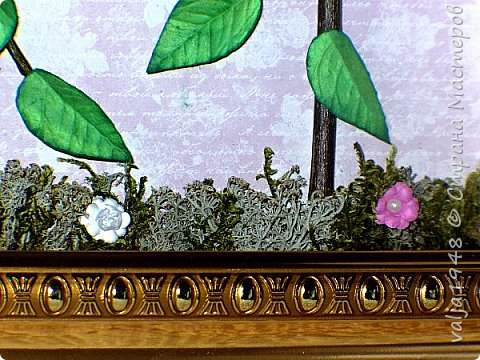 """Здравствуйте дорогие жители Страны мастеров! Очень хочется лета, солнышка и тепла. Хорошо. тем кто родился летом, всё цветёт, каждая травинка, а как быть нам, зимним. Вот и приходится """"выращивать"""" цветы на день рождения из бумаги. Что я и сделала. Перед вами картина с клематисами на шпалере.Очень люблю эти цветы! В качестве шпалеры взяты тонкие веточки ивы  обыкновенной, а для низа брала мох-ягель. привезённый мужем летом из леса .Клематисы сделаны по МК  Натальи Крайновой. Большое спасибо  Наташа  тебе  за подробное описание процесса! Фоном послужилабумага для скрапа. Работой очень довольна!!!.Приглашаю и вас всех к просмотру! фото 6"""