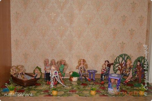 Вот такой уличный двор для кукол сделала я для своих дочек  фото 1