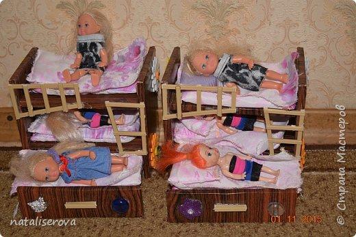 Вот такой уличный двор для кукол сделала я для своих дочек  фото 6