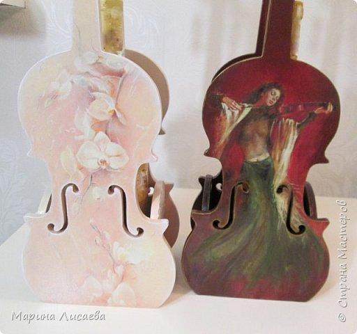 Здравствуйте, мои дорогие жители Страны Мастеров! Я пришла к вам сегодня со скрипками…  Играть на них конечно невозможно, но смотреть на них – сколько угодно!  Делались они дооолго. Пришлось поближе познакомиться с фотошопом, чтобы красиво вписать в контуры этого музыкального инструмента все композиции, тут и подрисовка, но отдельная песня – это шлифовка… Кто когда-то  декорировал фанеру с различными мелкими формами и прорезями – тот меня поймёт…  Я с ними как с хрустальными вазочками… Ой, похоже я ухожу в минор, а это не по-нашински! Вообщем  - почувствовала я  себя почти Страдивари!     фото 2