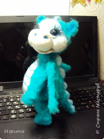 Здравствуйте друзья! Представляю на Ваш суд новую игрушку, связанную в онлайне на форуме амигуруми. Автор этого замечательного дракончика замечательная мастерица с ником на форуме ЭльвираА. фото 4