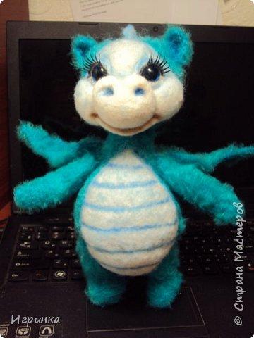 Здравствуйте друзья! Представляю на Ваш суд новую игрушку, связанную в онлайне на форуме амигуруми. Автор этого замечательного дракончика замечательная мастерица с ником на форуме ЭльвираА. фото 5