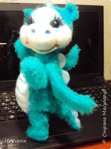 Здравствуйте друзья! Представляю на Ваш суд новую игрушку, связанную в онлайне на форуме амигуруми. Автор этого замечательного дракончика замечательная мастерица с ником на форуме ЭльвираА. фото 3