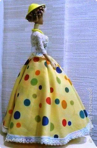 Здравствуйте мастера! Вот вдохновилась работами мастеров этого чудесного сайта и наконец-то решила сама сделать этих замечательных кукол. Дочка из кукол сделала одноногих инвалидов не выкидывать же))))) У одной из кукол восстановила волосы, были желтые и короткие и уже не совсем хорошие, все их убрала и сделала блондинку пепельную. Вообщем смотрите, что получилась. Дама в черном это первая экспериментальная, на ней и тренировалась в ней много косяков, которые пыталась скрыть за декором)))))  фото 19