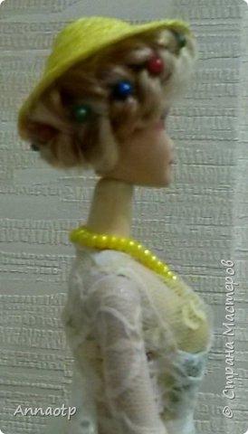 Здравствуйте мастера! Вот вдохновилась работами мастеров этого чудесного сайта и наконец-то решила сама сделать этих замечательных кукол. Дочка из кукол сделала одноногих инвалидов не выкидывать же))))) У одной из кукол восстановила волосы, были желтые и короткие и уже не совсем хорошие, все их убрала и сделала блондинку пепельную. Вообщем смотрите, что получилась. Дама в черном это первая экспериментальная, на ней и тренировалась в ней много косяков, которые пыталась скрыть за декором)))))  фото 23