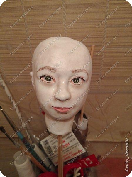 Всем привет!Сегодня я с портретной куколкой из папье маше и керапласта.Это мой дебют.Мама девочки ,для которой делалась эта Куколка,сказала,что похожа.Ну и вас,дорогие гости,прошу поделиться мнением. фото 12