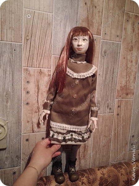 Всем привет!Сегодня я с портретной куколкой из папье маше и керапласта.Это мой дебют.Мама девочки ,для которой делалась эта Куколка,сказала,что похожа.Ну и вас,дорогие гости,прошу поделиться мнением. фото 15