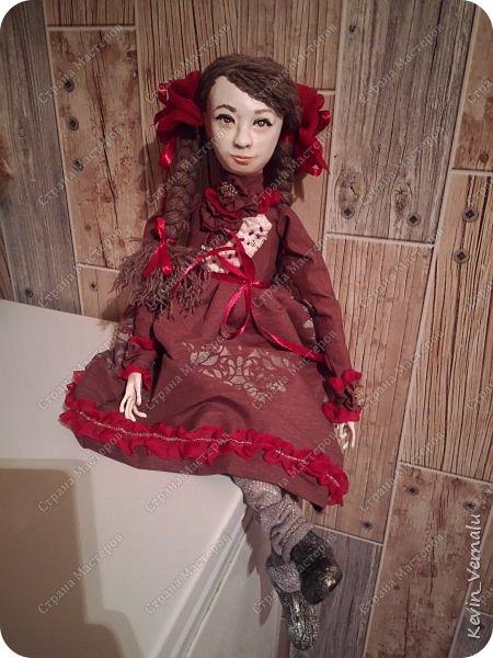 Всем привет!Сегодня я с портретной куколкой из папье маше и керапласта.Это мой дебют.Мама девочки ,для которой делалась эта Куколка,сказала,что похожа.Ну и вас,дорогие гости,прошу поделиться мнением. фото 11