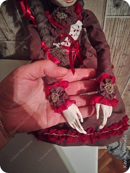 Всем привет!Сегодня я с портретной куколкой из папье маше и керапласта.Это мой дебют.Мама девочки ,для которой делалась эта Куколка,сказала,что похожа.Ну и вас,дорогие гости,прошу поделиться мнением. фото 6