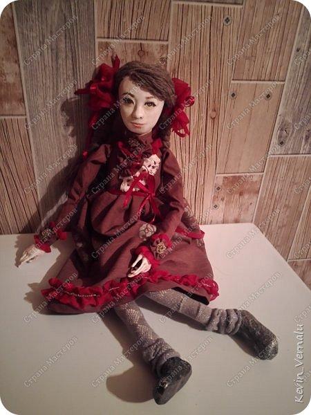 Всем привет!Сегодня я с портретной куколкой из папье маше и керапласта.Это мой дебют.Мама девочки ,для которой делалась эта Куколка,сказала,что похожа.Ну и вас,дорогие гости,прошу поделиться мнением. фото 7