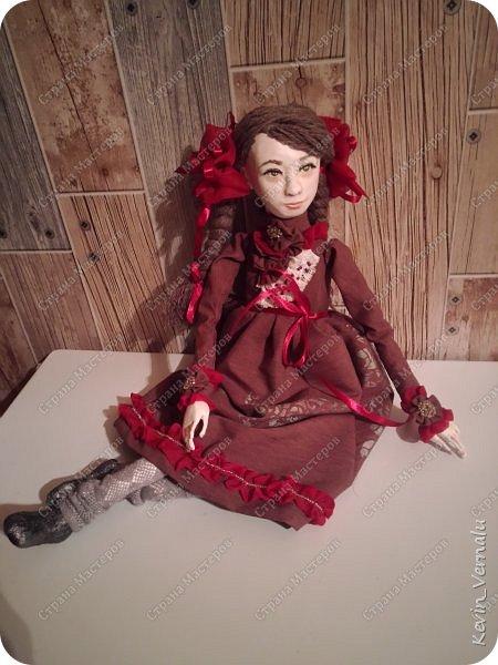 Всем привет!Сегодня я с портретной куколкой из папье маше и керапласта.Это мой дебют.Мама девочки ,для которой делалась эта Куколка,сказала,что похожа.Ну и вас,дорогие гости,прошу поделиться мнением. фото 16