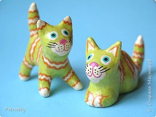 Когда-то я к каждому новому году делала игрушки, некоторые из них сохранились. Среди них и эти котики, им уже много лет.   фото 1
