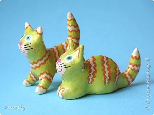 Когда-то я к каждому новому году делала игрушки, некоторые из них сохранились. Среди них и эти котики, им уже много лет.   фото 2
