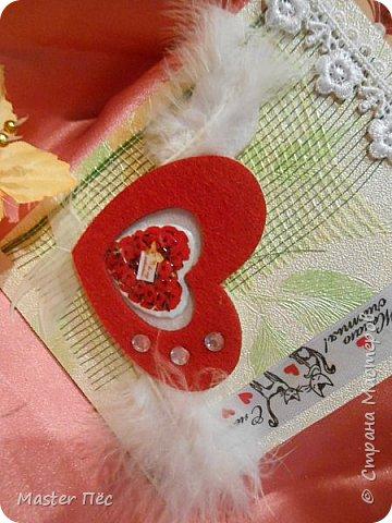 """Всем привет! Сдаю работу на конкурс """"День влюблённых"""". (http://stranamasterov.ru/node/1000874) Решил сделать открытку. Взял за основу готовую открытку и заклеил её обоями, оставшимися от ремонта.  фото 4"""