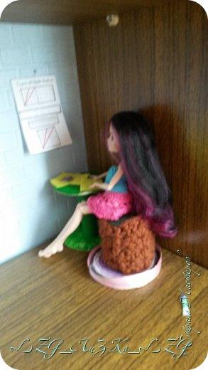 Сегодня утром в комнате Кэри Был полнейший беспорядок.Кэри сидела и что-то шила. фото 2