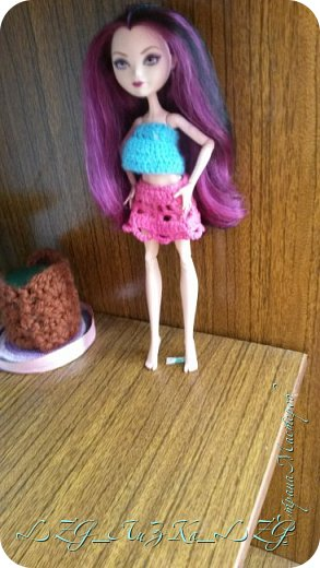Сегодня утром в комнате Кэри Был полнейший беспорядок.Кэри сидела и что-то шила. фото 3
