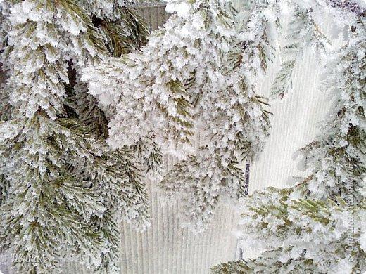 """Город в котором я живу называется красиво так - СнЕжное! И он полностью оправдывает своё название. Как я писала в одном из комментариев, если в соседних городах и сёлах снегом припорошило землю, то у нас насыпало по щиколотку. У соседей по щиколотку - у нас по коленку... А бывает и так, что у нас снега, как говорил Матроскин, """"завались"""", в соседних городах ни снежинки! И когда к нам едут в гости, просим учитывать, что у нас полным-полно снега и мороз. Все улыбаются и хихикают (те, кто едет к нам впервые). Мол """"Какой такой снег?!"""" И оооочччееень удивляются, когда видят сугробы по самую крышу! А ведь в каких-то десяти км от города снега нет и в помине! Так, слегка, кое-где и еле-еле заметно.  Фото прошлой зимы. Январь 30, 31 и начало февраля.  фото 8"""