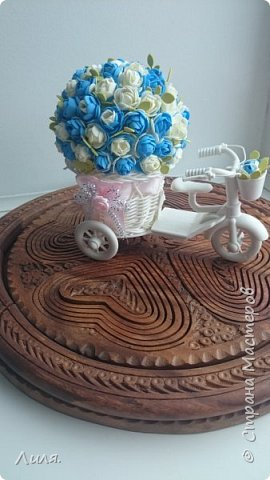 Добрый день,дорогие друзья и гости!!! Очень скучаю по СМ, по общению...всем заглянувшим очень рада! Представляю вашему вниманию цветочный велосипед. Сделан он был в подарок хорошему человеку и другу.