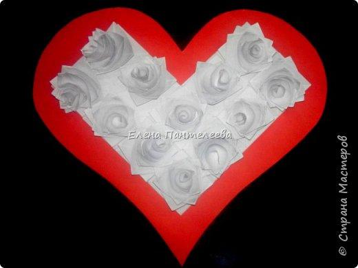 Валентинка с розами из полоски бумаги. фото 5