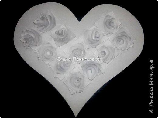 Валентинка с розами из полоски бумаги. фото 2