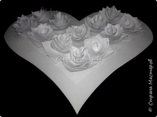 Валентинка с розами из полоски бумаги. фото 1