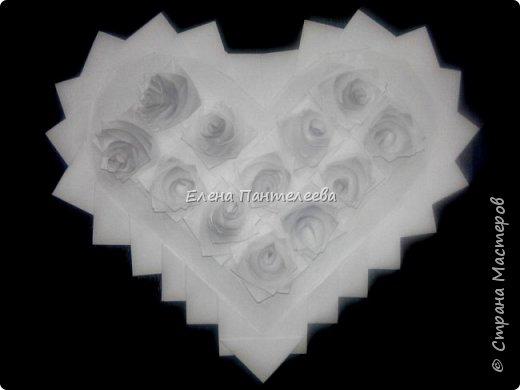 Валентинка с розами из полоски бумаги. фото 3