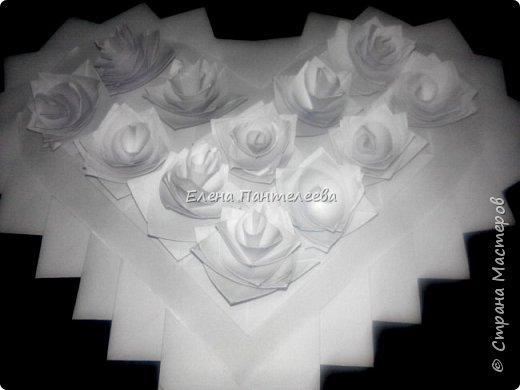 Валентинка с розами из полоски бумаги. фото 4