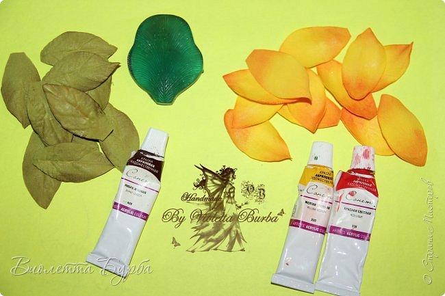 """Доброе время суток, дорогие жители СМ! Предлагаю вашему вниманию Мастер-Класс Подсолнухов из фоамирана. Делать их совсем не сложно, а в итоге, у вас получаться симпатичные заколочки или резиночки для маленьких модниц. Также, можно """"посадить"""" цветочек на ободок, брошь или сделать полноценный цветок для вазы. фото 4"""