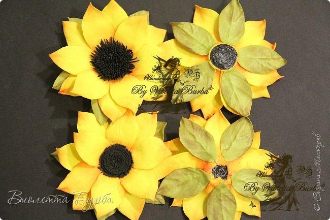 """Доброе время суток, дорогие жители СМ! Предлагаю вашему вниманию Мастер-Класс Подсолнухов из фоамирана. Делать их совсем не сложно, а в итоге, у вас получаться симпатичные заколочки или резиночки для маленьких модниц. Также, можно """"посадить"""" цветочек на ободок, брошь или сделать полноценный цветок для вазы. фото 9"""