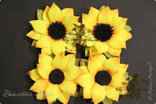 """Доброе время суток, дорогие жители СМ! Предлагаю вашему вниманию Мастер-Класс Подсолнухов из фоамирана. Делать их совсем не сложно, а в итоге, у вас получаться симпатичные заколочки или резиночки для маленьких модниц. Также, можно """"посадить"""" цветочек на ободок, брошь или сделать полноценный цветок для вазы. фото 10"""