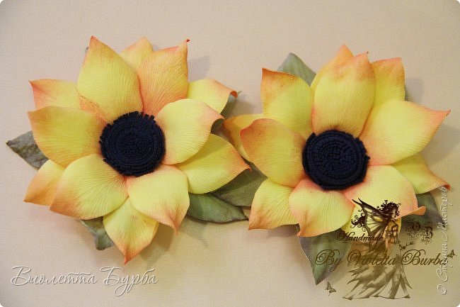 """Доброе время суток, дорогие жители СМ! Предлагаю вашему вниманию Мастер-Класс Подсолнухов из фоамирана. Делать их совсем не сложно, а в итоге, у вас получаться симпатичные заколочки или резиночки для маленьких модниц. Также, можно """"посадить"""" цветочек на ободок, брошь или сделать полноценный цветок для вазы. фото 1"""