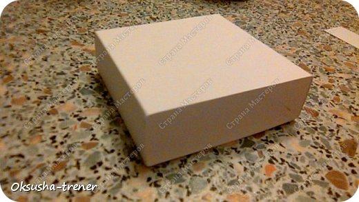 Мастер класс по изготовлению большой коробочки можно найти здесь: http://www.wonderful-day.ru/skoro-svadba/kladovaya-sekretov/sunduchok-dlya-deneg/39-2-master-klass-po-skrapbukingu-korobochka-dlya-deneg. Эта коробочка рассчитана на 27 шоколадок. Для изготовления коробочки на 12 шоколадок подготовьте : Из дизайнерского картона (цвет выбираем по своему вкусу) квадрат 7,5 х 7,5 см 2штуки квадрат 9,5 х 9,5 см 2штуки прямоугольник 6,8 х 19 см 1 штука квадрат 14,8 х 14,8 см 1 штука  фото 11