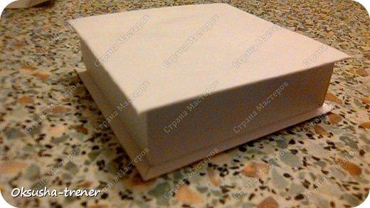 Мастер класс по изготовлению большой коробочки можно найти здесь: http://www.wonderful-day.ru/skoro-svadba/kladovaya-sekretov/sunduchok-dlya-deneg/39-2-master-klass-po-skrapbukingu-korobochka-dlya-deneg. Эта коробочка рассчитана на 27 шоколадок. Для изготовления коробочки на 12 шоколадок подготовьте : Из дизайнерского картона (цвет выбираем по своему вкусу) квадрат 7,5 х 7,5 см 2штуки квадрат 9,5 х 9,5 см 2штуки прямоугольник 6,8 х 19 см 1 штука квадрат 14,8 х 14,8 см 1 штука  фото 17