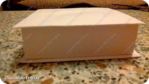 Мастер класс по изготовлению большой коробочки можно найти здесь: http://www.wonderful-day.ru/skoro-svadba/kladovaya-sekretov/sunduchok-dlya-deneg/39-2-master-klass-po-skrapbukingu-korobochka-dlya-deneg. Эта коробочка рассчитана на 27 шоколадок. Для изготовления коробочки на 12 шоколадок подготовьте : Из дизайнерского картона (цвет выбираем по своему вкусу) квадрат 7,5 х 7,5 см 2штуки квадрат 9,5 х 9,5 см 2штуки прямоугольник 6,8 х 19 см 1 штука квадрат 14,8 х 14,8 см 1 штука  фото 19