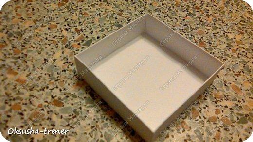 Мастер класс по изготовлению большой коробочки можно найти здесь: http://www.wonderful-day.ru/skoro-svadba/kladovaya-sekretov/sunduchok-dlya-deneg/39-2-master-klass-po-skrapbukingu-korobochka-dlya-deneg. Эта коробочка рассчитана на 27 шоколадок. Для изготовления коробочки на 12 шоколадок подготовьте : Из дизайнерского картона (цвет выбираем по своему вкусу) квадрат 7,5 х 7,5 см 2штуки квадрат 9,5 х 9,5 см 2штуки прямоугольник 6,8 х 19 см 1 штука квадрат 14,8 х 14,8 см 1 штука  фото 15