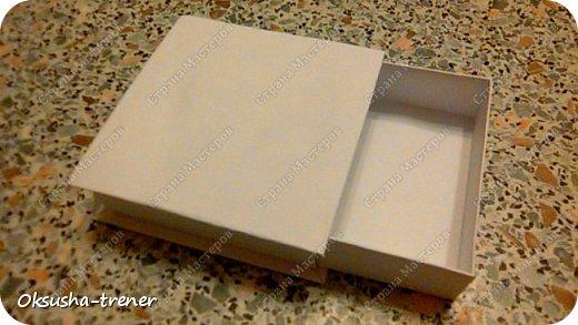 Мастер класс по изготовлению большой коробочки можно найти здесь: http://www.wonderful-day.ru/skoro-svadba/kladovaya-sekretov/sunduchok-dlya-deneg/39-2-master-klass-po-skrapbukingu-korobochka-dlya-deneg. Эта коробочка рассчитана на 27 шоколадок. Для изготовления коробочки на 12 шоколадок подготовьте : Из дизайнерского картона (цвет выбираем по своему вкусу) квадрат 7,5 х 7,5 см 2штуки квадрат 9,5 х 9,5 см 2штуки прямоугольник 6,8 х 19 см 1 штука квадрат 14,8 х 14,8 см 1 штука  фото 21