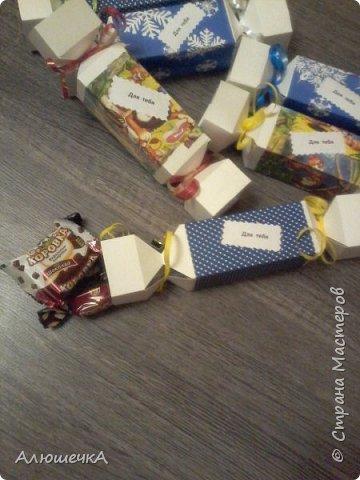 Вот такие упаковочки для конфет мы с сыном сделали перед его день рождения. А потом он отнес их в школу и подарил деткам)))) фото 2