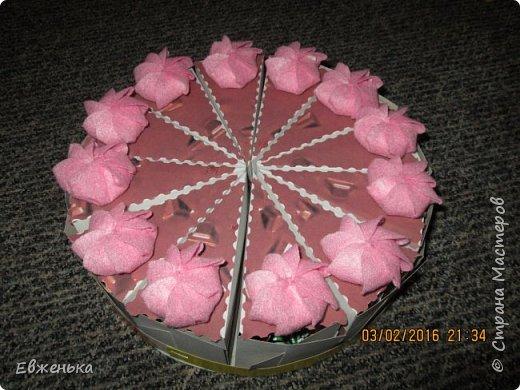 Вот такой тортик с конфетками дочка отнесла в сад. Спасибо за вдохновение OliaStar http://stranamasterov.ru/node/999043?c=favorite  фото 1