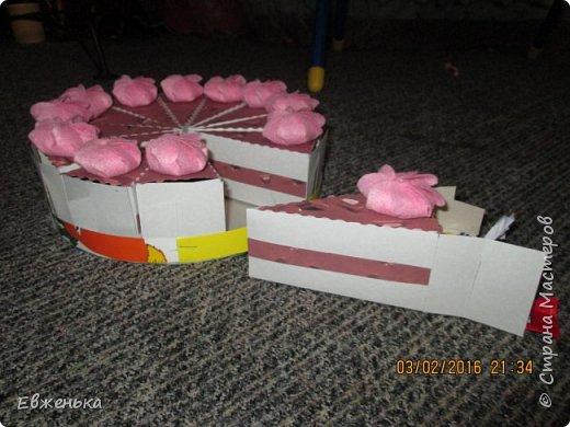 Вот такой тортик с конфетками дочка отнесла в сад. Спасибо за вдохновение OliaStar http://stranamasterov.ru/node/999043?c=favorite  фото 3