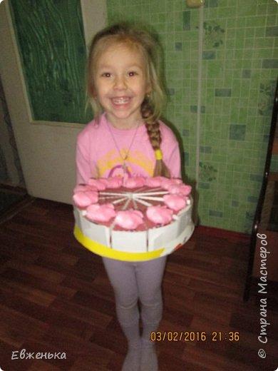 Вот такой тортик с конфетками дочка отнесла в сад. Спасибо за вдохновение OliaStar http://stranamasterov.ru/node/999043?c=favorite  фото 4