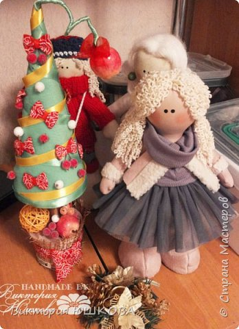 Сначала думала, что пост с новогодними елочками будет уже не в тему и опозданием, НО потом вспомнила, что вчера только наступил новый год по лунному календарю, так что я почти не опоздала со своими похвастушками). Первая елочка в черном цвете с красными и белыми цветами, такая роковая соблазнительница)))) фото 5