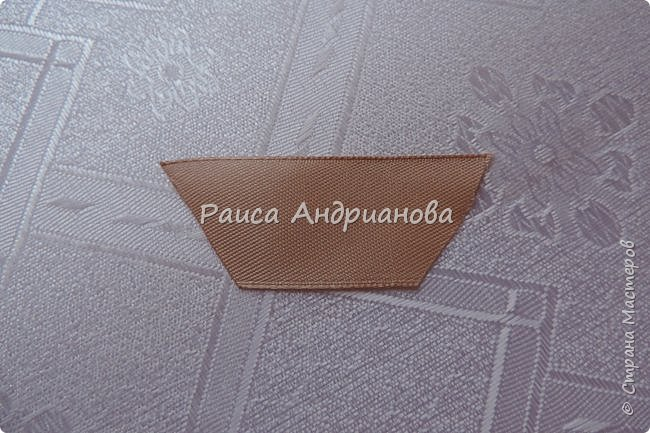 Для вышивки понадобится: атласная лента(ширина 2,5см, 1см),пуговицы или бусинки, нитки. Для клатча понадобится: основная ткань, подкладочная ткань,уплотнитель. фото 3