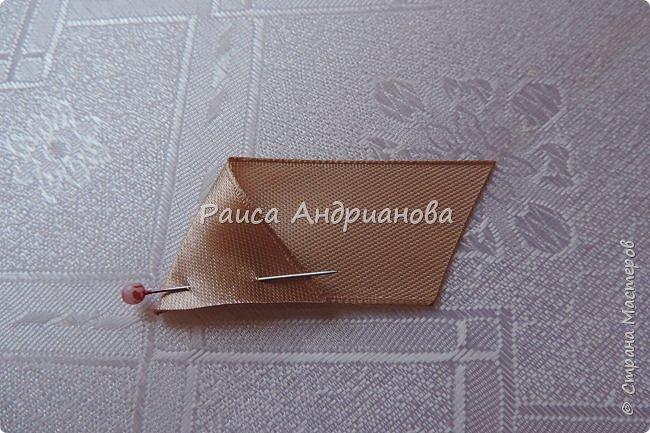 Для вышивки понадобится: атласная лента(ширина 2,5см, 1см),пуговицы или бусинки, нитки. Для клатча понадобится: основная ткань, подкладочная ткань,уплотнитель. фото 4