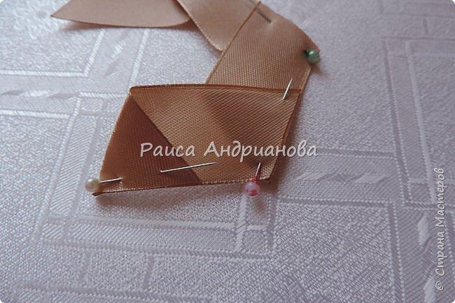 Для вышивки понадобится: атласная лента(ширина 2,5см, 1см),пуговицы или бусинки, нитки. Для клатча понадобится: основная ткань, подкладочная ткань,уплотнитель. фото 5