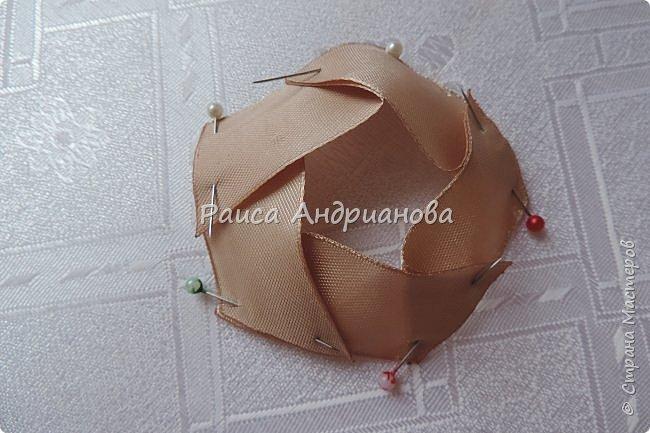 Для вышивки понадобится: атласная лента(ширина 2,5см, 1см),пуговицы или бусинки, нитки. Для клатча понадобится: основная ткань, подкладочная ткань,уплотнитель. фото 6