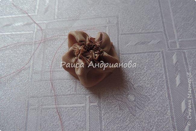 Для вышивки понадобится: атласная лента(ширина 2,5см, 1см),пуговицы или бусинки, нитки. Для клатча понадобится: основная ткань, подкладочная ткань,уплотнитель. фото 8