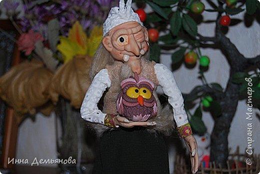 Доброго времени суток!  Увидела в Стране Мастеров работу EkaBondarenko (http://stranamasterov.ru/user/257153). Спасибо большое за ссылку на МК. Мне очень захотелось создать такую куклу. Моя дочурка сказала, что теперь нам никакие злые чары не страшны, т.к. наша Баба-Ёшка их напугает. Так что в нашей семье появился оберег. Оцените, пожалуйста, мою работу. Спасибо всем, кто посетил мою страницу. фото 4