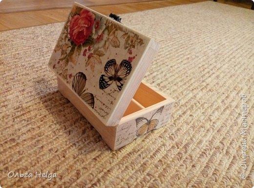 Доброго дня! Покажу сегодня две шкатулочки. Шкатулка первая сделана в подарок дочке на день рожденье. Заготовка сосна. Шкатулка вместительная. Очень нравится ее внутреннее деление на три части.  фото 1